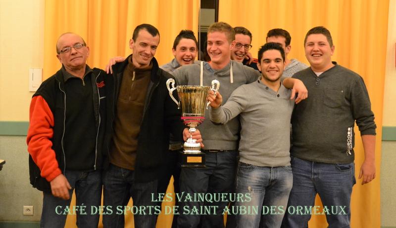 """LES VAINQUEURS L'EQUIPE """"CAFE DES SPORTS DE SAINT AUBIN DES ORMEAUX"""""""